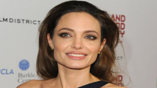 Bentuk wajah persegi Angelina Jolie