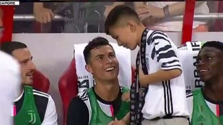 Fans cilik Juventus bersama Cristiano Ronaldo.