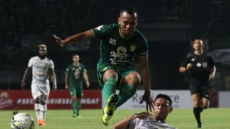 Duel Tira Persikabo vs Persebaya Surabaya.