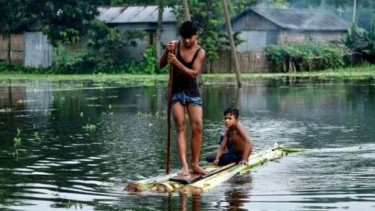 https://thumb.viva.co.id/media/frontend/thumbs3/2019/07/22/5d352d6b85f9e-banjir-akibat-musim-hujan-mengacau-banyak-desa-di-nepal-dan-india_375_211.jpg