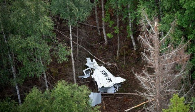 https://thumb.viva.co.id/media/frontend/thumbs3/2019/07/22/5d35458292e1c-pesawat-buatan-australia-dilarang-terbang-sementara-setelah-kecelakaan-di-swedia_663_382.jpg