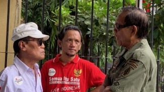 Komedian Tarzan dan Tessy datangi Polda Metro Jaya untuk menjenguk Nunung.