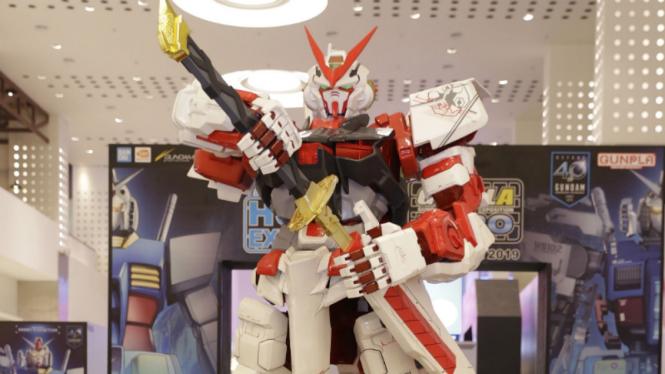 Gundam raksasa di Gunpla Expo 2019.