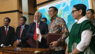 Menkopolhukam, Wiranto, bersama Menteri Perencanaan dan Investasi Timor Leste, Xanana Gusmao