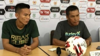 Pelatih PSMS Medan, Abdul Rahman Gurning (kanan).