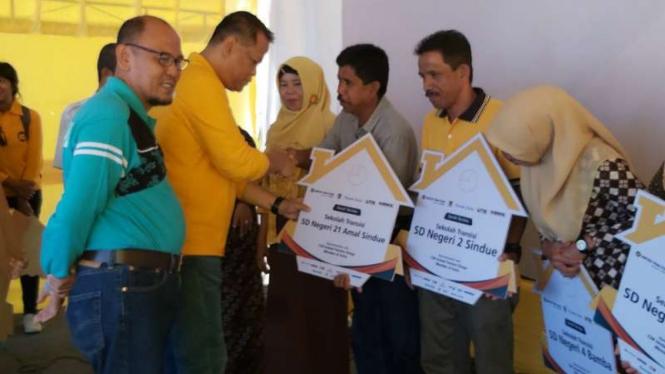 Penyerahan Bantuan Fasilitas Sekolah Bagi Warga Palu, Sigi, dan Donggala