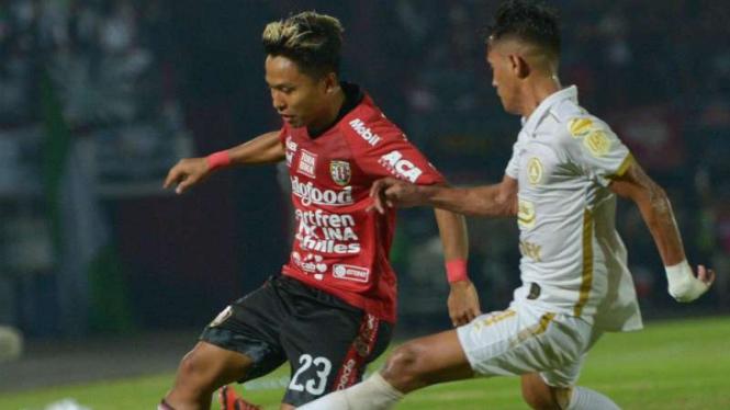 Duel Bali United vs PSS Sleman.