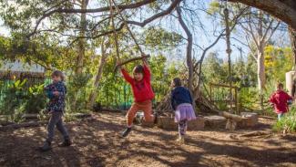 Tidak ada lagi mainan plastik tersedia di taman kanak-kanak Isabel Henderson.