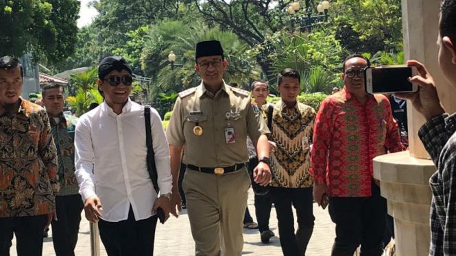 Gus Miftah bersama Gubernur DKI Jakarta Anies Baswedan