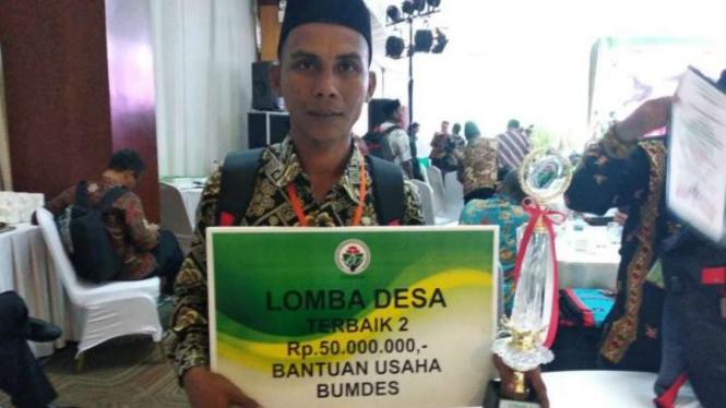 Munirwan, Kepala Desa Meunasah Rayeuk di Kabupaten Aceh Utara, Aceh, berhasil mengembangkan benih padi IF-8.