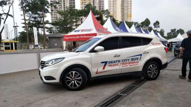 Test drive mobil DFSK di GIIAS 2019