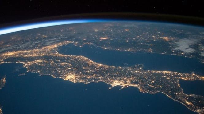 Bumi dari ruang angkasa.