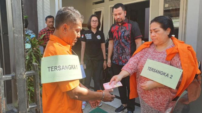 Reka ulang kasus narkoba yang melibatkan Nunung Srimulat.