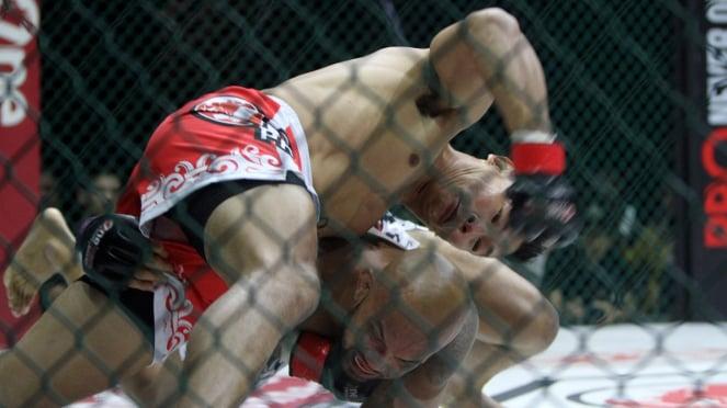 Kalahkan Ahong, Theodorus Ginting Juara Baru Kelas Welterweight