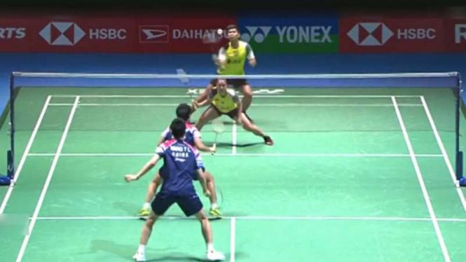 Praveen Jordan/Melati Daeva vs Wang Yilyu/Huang Dongping di Japan Open 2019.