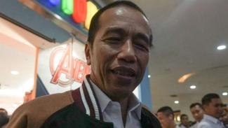 Presiden Joko Widodo di rumah makan ayam goreng Mbah Karto Sukoharjo, Solo.
