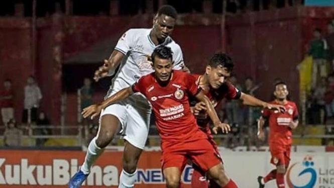 Pertandingan Liga 1 2019 antara Semen Padang melawan Persebaya Surabaya