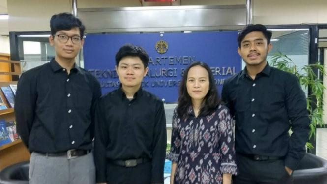 Tiga mahasiswa UI yang kembangkan Geofast bersama Dosen Pembimbing