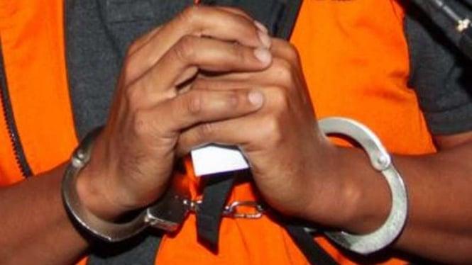 Ilustrasi tahanan diborgol.