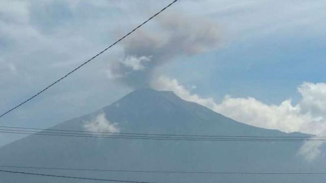 Erupsi Gunung Kerinci di kawasan Jambi, Sumatera Barat