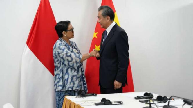 Menlu Retno Marsudi bertemu dengan Menlu China, Wang Yi