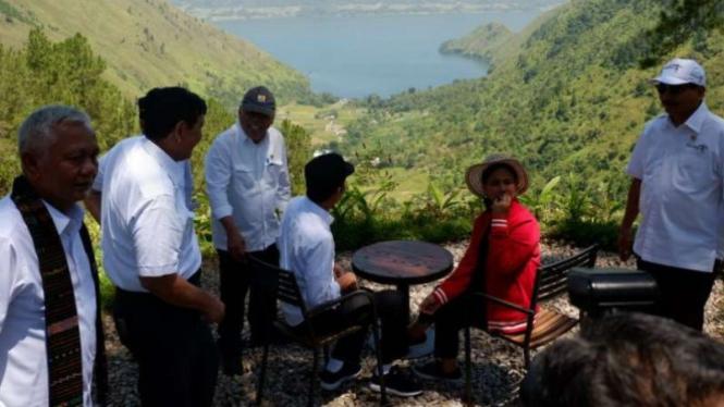 Presiden Jokowi di kawasan wisata Danau Toba
