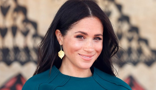 https://thumb.viva.co.id/media/frontend/thumbs3/2019/08/01/5d42329c0763a-meghan-markle-dianggap-musuh-oleh-media-dan-tabloid-inggris_663_382.jpg