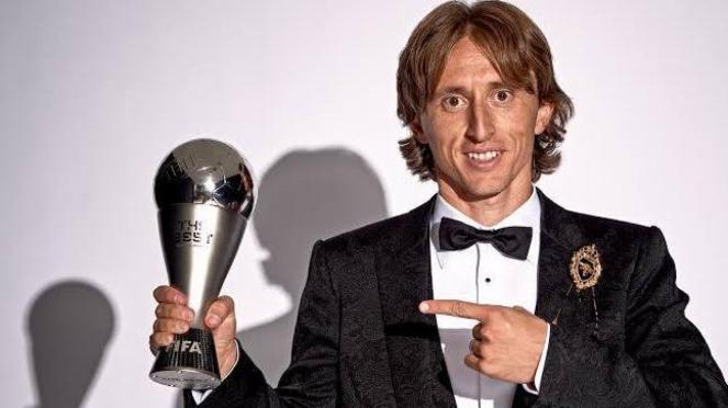 Luka Modric saat menerima penghargaan kategori Pemain Pria terbaik FIFA 2018
