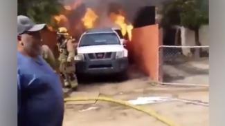 Rumah terbakar.