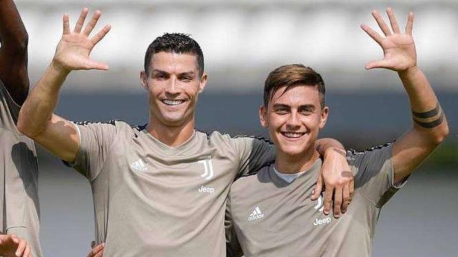 Dua bintang Juventus, Cristiano Ronaldo dan Paulo Dybala