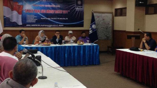 Sejumlah kader Partai PAN berkumpul di kawasan TMII, Jakarta Timur.