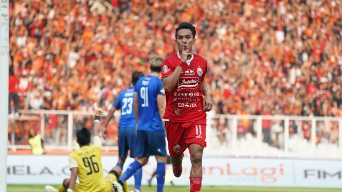 Winger Persija Jakarta, Novri Setiawan, merayakan gol ke gawang Arema FC