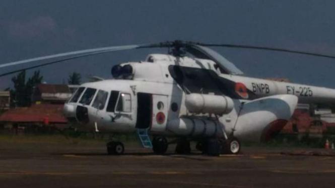 Helikopter bantuan BNPB untuk memadamkan karhutla di Jambi.