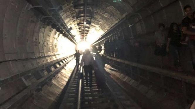 Evaluasi penumpang kereta MRT saat listrik Jakarta padam