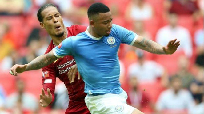 Bek Liverpool, Virgil van Dijk, dilewati Gabriel Jesus