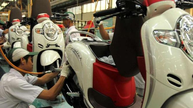 Honda Scoopy edisi merah putih