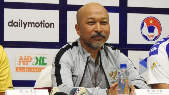 Pelatih Timnas Indonesua U-18, Fakhri Husaini