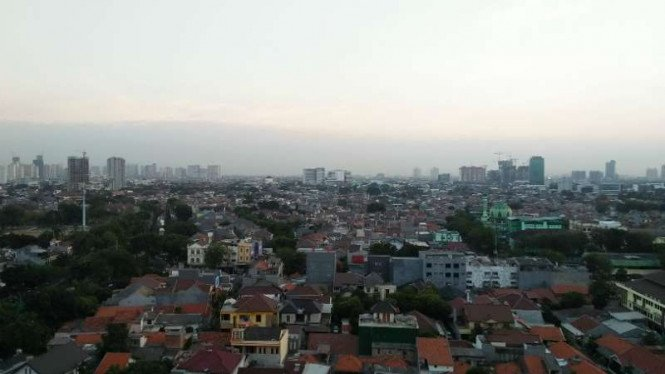 Cuaca cerah berawan pagi hari di Jakarta. (Foto ilustrasi)