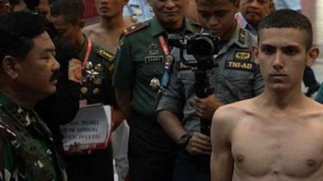 Enzo bersama Panglima TNI