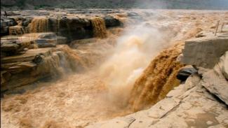 https://thumb.viva.co.id/media/frontend/thumbs3/2019/08/06/5d490dec038f2-7-bencana-alam-paling-dahsyat-terparah-4-juta-orang-meninggal-dunia_325_183.jpg