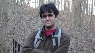 https://thumb.viva.co.id/media/frontend/thumbs3/2019/08/06/5d4926dbf337b-kisah-ahli-komputer-yang-lolos-dari-hukuman-seumur-hidup-di-iran_375_211.jpg