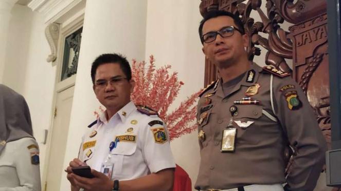 Kepala Dinas Perhubungan DKI Syafrin Liputo (kiri).
