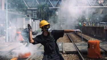 https://thumb.viva.co.id/media/frontend/thumbs3/2019/08/07/5d4a5d4852d5e-pemerintah-china-peringatkan-pengunjuk-rasa-hong-kong-agar-tidak-bermain-api_375_211.jpg