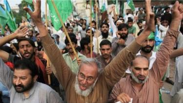 https://thumb.viva.co.id/media/frontend/thumbs3/2019/08/07/5d4a78529bf24-pakistan-bersumpah-batalkan-pencabutan-status-daerah-istimewa-kashmir-oleh-india_375_211.jpg