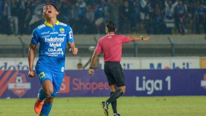 Para pemain Persib Bandung merayakan gol Artur Gevorkyan