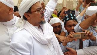 Habib Rizieq Shihab di pemakaman KH Maimoen Zubair