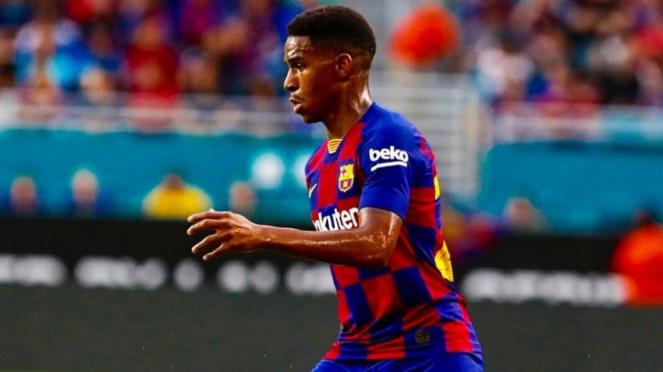 Bek anyar Barcelona, Junior Firpo