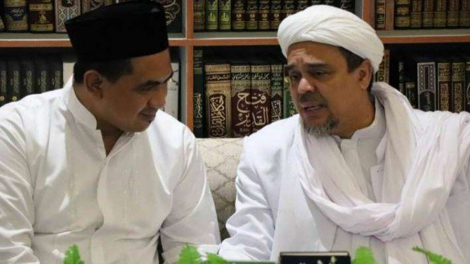 Salah satu putra Kiai Maimun Zubair, Taj Yasin, bertemu dengan Habib Rizieq.