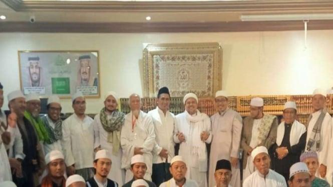 Keluarga almarhum KH Maimoen Zubair menemui Habib Rizieq di Mekah