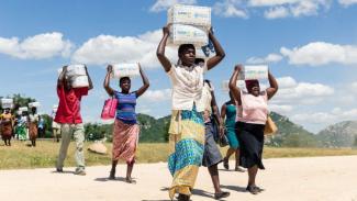 https://thumb.viva.co.id/media/frontend/thumbs3/2019/08/09/5d4c9f34c8460-zimbabwe-pernah-jadi-lumbung-pangan-kini-lima-juta-penduduknya-hadapi-krisis-pangan-kata-pbb_325_183.jpg